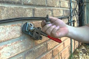 Installing the water faucet alarm